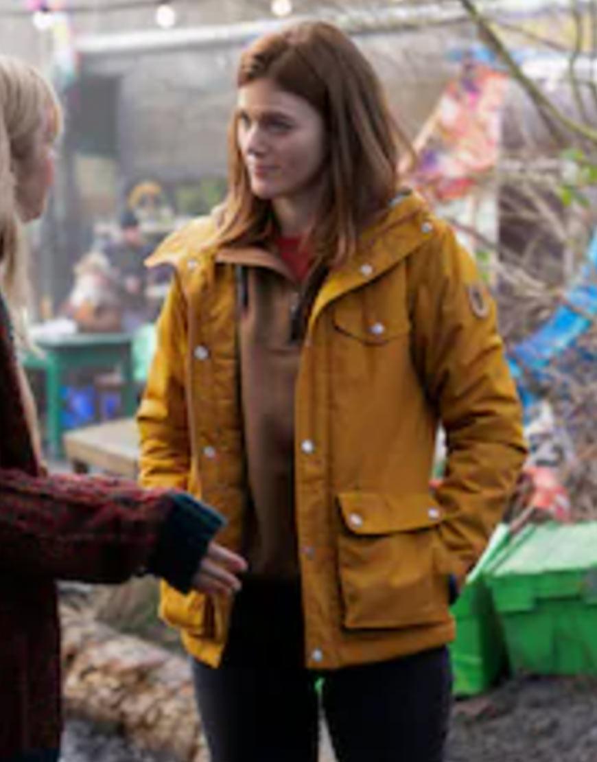 Kirsten Longacre TV-Series Vigil 2021 Rose Leslie Yellow Hooded Jacket
